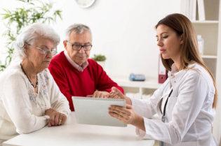 Atendimento humanizado dicas para lidar com pacientes da terceira idade