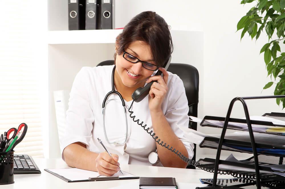 7 dicas para oferecer um atendimento de excelência na recepção com um sistema de gestão médica
